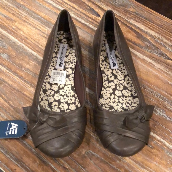 bbab4bae86286c NWT American Eagle by Payless brown flats w  bows